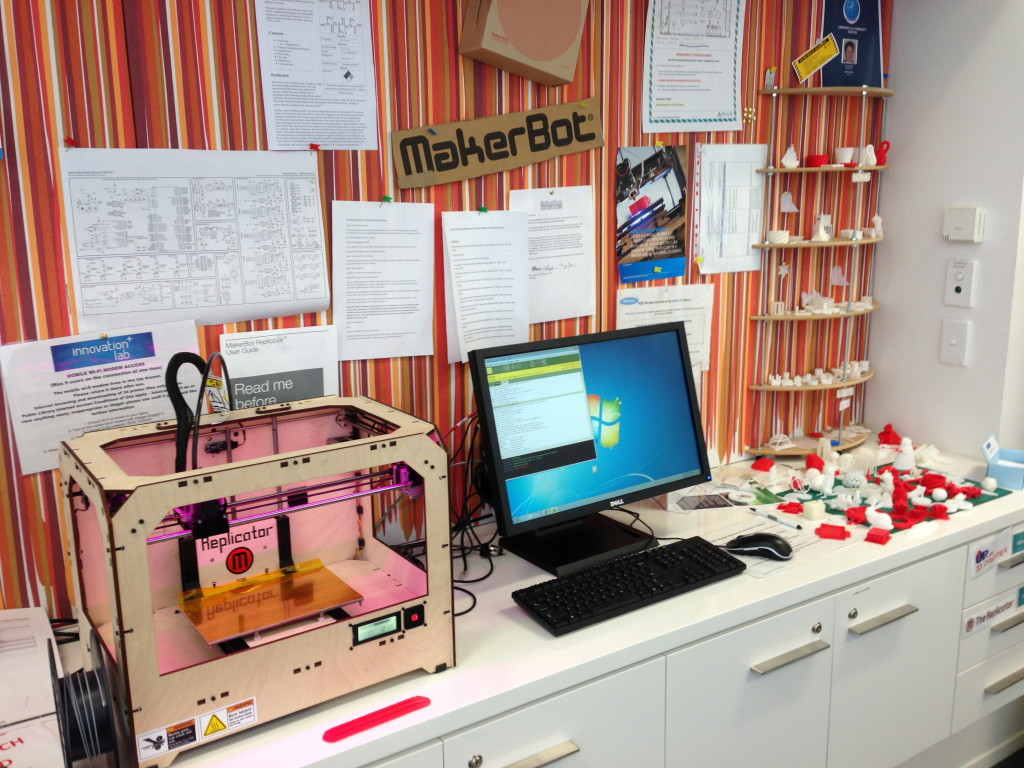 Photo of a Makerbot at the Innovation Lab